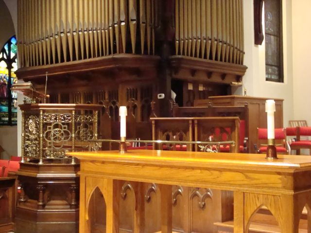 altar-and-ambo