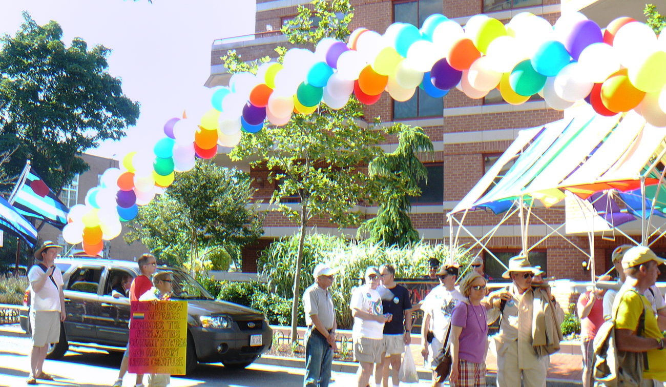 2012_DignityW_Capital_Pride_Parade_Balloon_Arch